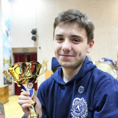 Антон, 21, Bykhaw