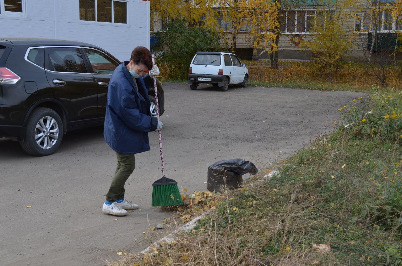 В Петровске продолжается субботник по благоустройству и санитарной очистке