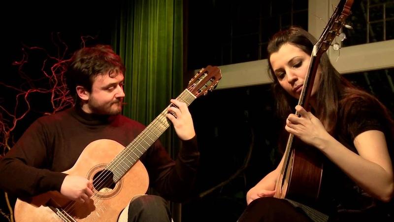 Duo MasKo plays Ben Giderim Batuma