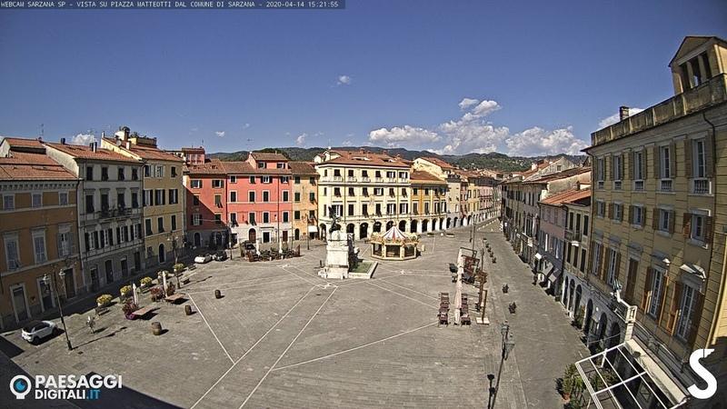 Webcam Live Sarzana (SP) - Vista su Piazza Matteotti dal Comune di Sarzana