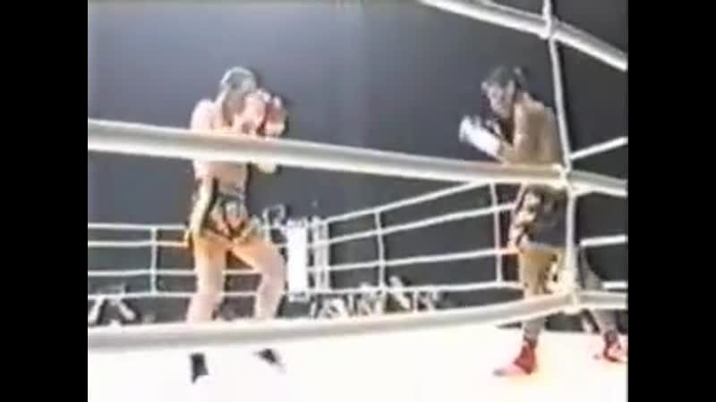 John Wayne Parr vs Oomsin Sit Kuanim Muay Thai 1 part 2