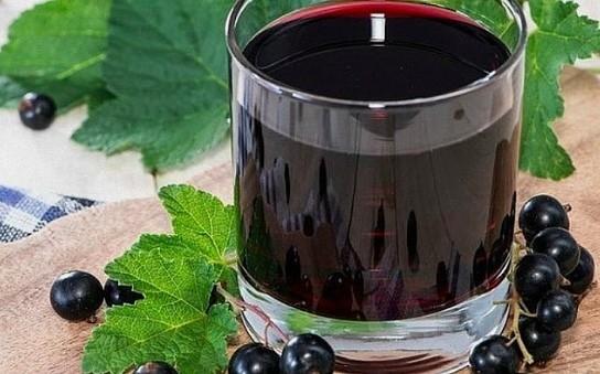 Домашнее вино из черной смородины.