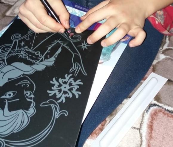 Прекрасный вариант для детского творчества - гравюра с голограммой Фанаты Эльзы будут в восторге