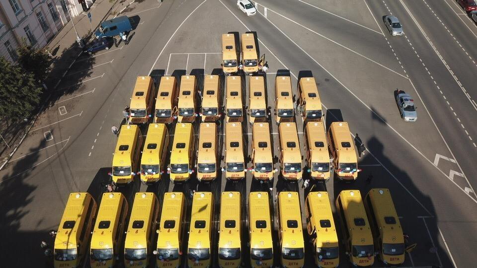 Новые школьные автобусы передали районам Тверской области