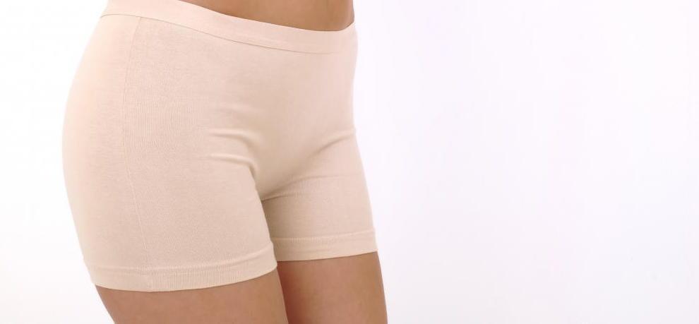 Определенные типы нижнего белья можно носить, чтобы придать гладкий вид дряблому животу вместо подтяжки живота.