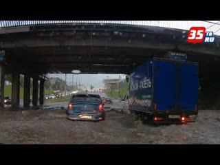 Мощный ливень привёл к транспортному коллапсу в Череповце