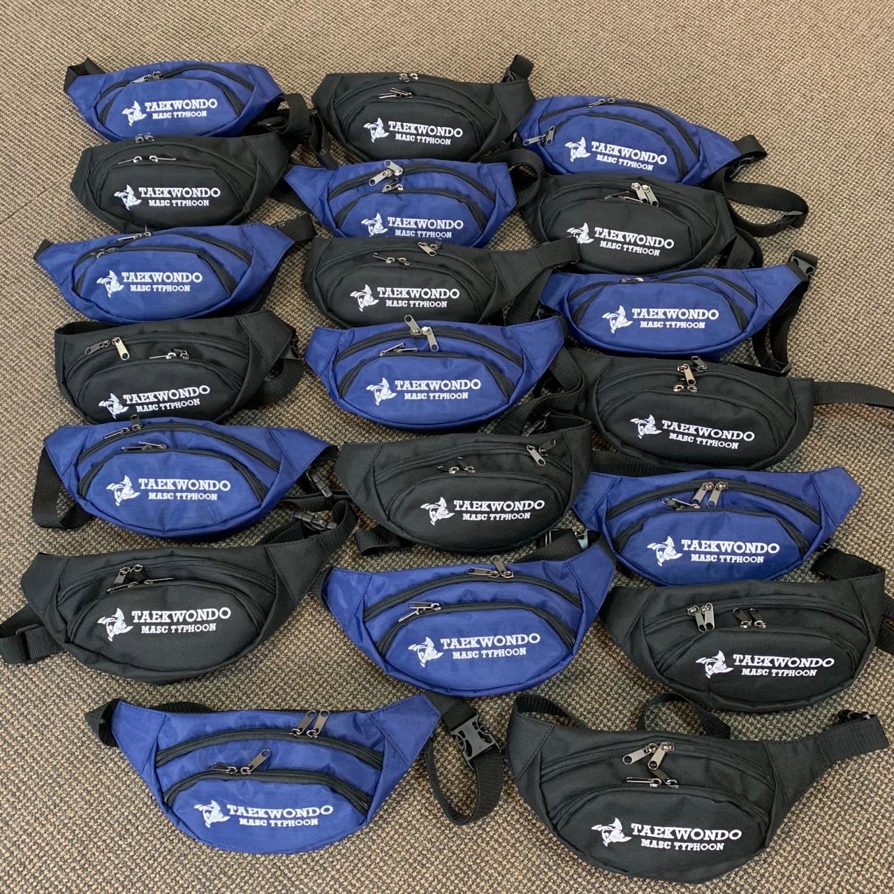 Коллективные заказы мы принимаем не только на рюкзачки, но и на поясные сумочки