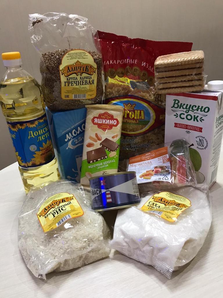 В Таганроге продолжается предоставление продуктовых наборов школьникам льготных категорий