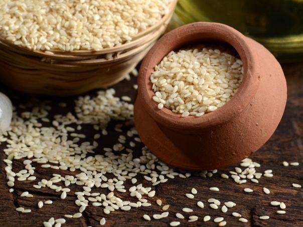 МОЛОДИЛЬНОЕ СЕМЯ КУНЖУТ Ежедневное употребление кунжута укрепляет здоровье, возвращает молодость и продлевает жизнь. В Древней Индии кунжут был символом вечной молодости и бессмертия. Его